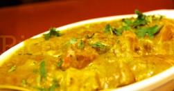Chicken Curry bil-Coconut